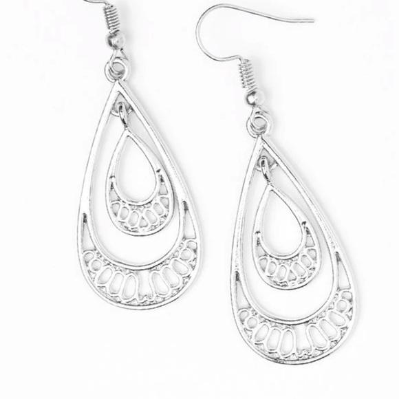 J93 Silver earrings